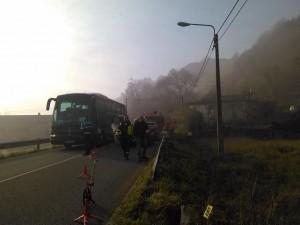 El despliegue policial por el accidente está provocando atascos en la carretera en ambos sentidos