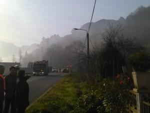 Vecinos de Santiago observando el accidente