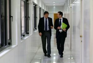 Javier fernández y Guillermo Martínez se dirigen al consejo de Gobierno / Foto de Armando Álvarez