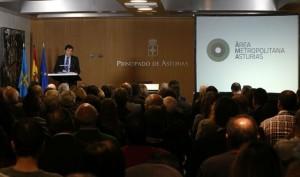 Javier Fernández presentando el documento del AMA