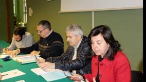 Maria Jesús Álvarez, junto al alcalde de Somiedo Belarmino Fernández y otros miembros de la junta rectora / Foto de Armando Álvarez