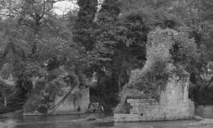 Ruinas del puente de Godos, sobre el Nalón