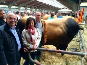 La consejera, María Jesús Álvarez junto al director general de ganadería Ibo Álvarez en Cangas del Narcea