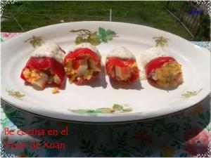 Pimientos rellenos de ensalada de arroz