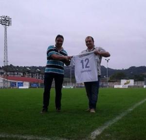 El presidente del Mosconia jubnto al nuevo patrocinador, Víctor (Carnicerías Víctor)