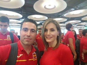Jorge Díaz junto a la reina Leticia