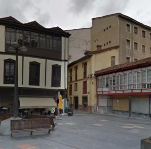 Los bancos y la farola que serán trasladados en la Plaza del Ayuntamiento