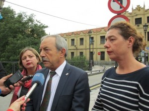 De izda a dcha., Ana Taboada, Wenceslao López y Cristina Pontón