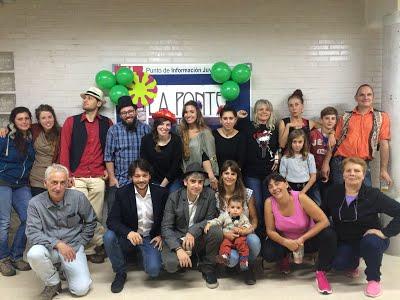 Amigos y socios de La Ponte celebrando la noticia