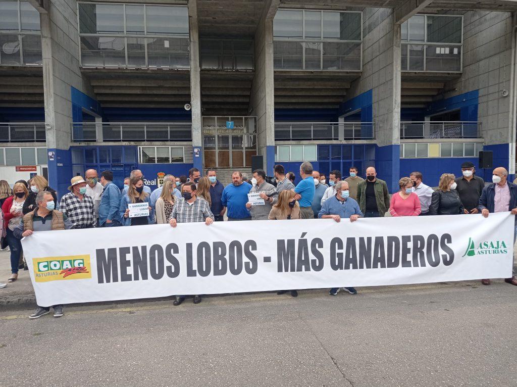 Protesta contra la protección del lobo/Inés Paniagua